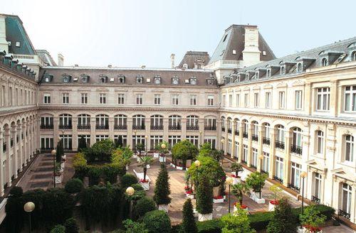 Crowne Plaza Republique